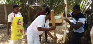 Comida de familia en el Centro Médico Social de Atakpamé-Togo
